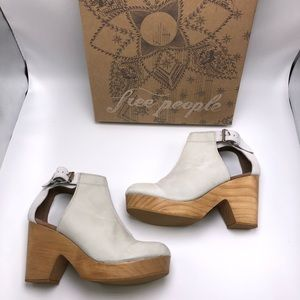 Free People Shoes - Free People Amber Orchard Clog in Dove Grey
